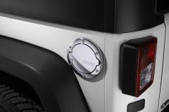 Verchromter Tankdeckel mit Jeep-Logo.
